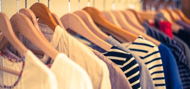 上手にお洋服を収納する3つのコツ!虫食いやカビ、変色を防ごう!