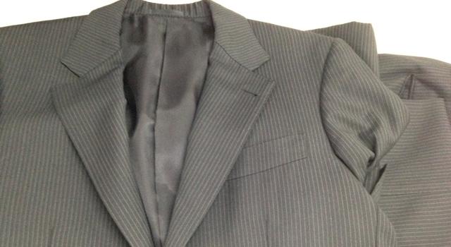 たたまれたスーツ