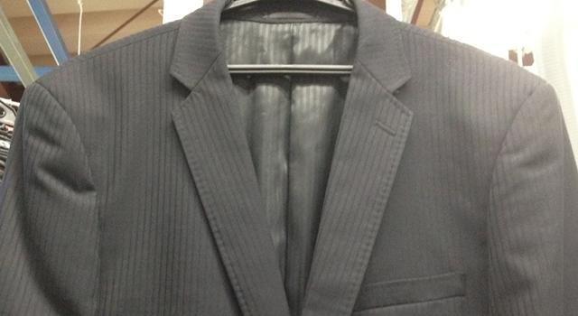 アイロン前のスーツ
