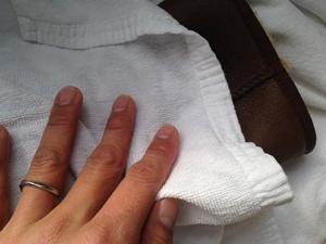 タオルで水気を取り除く