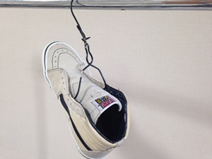 靴をハンガーにかけてみた