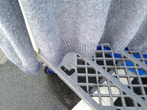 セーターから滴る水