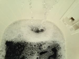 水を入れ替えて濯ぐ