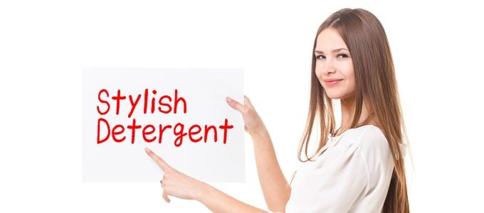 おしゃれ洗剤を紹介する女性