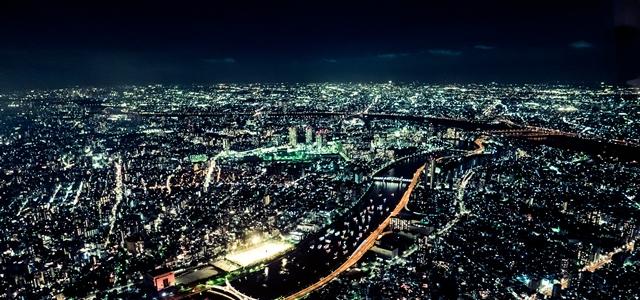 深夜の街並み