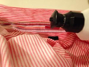 台所用洗剤を襟につける