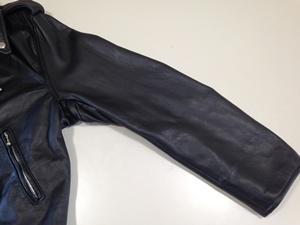 洗濯後の革ジャン(袖)