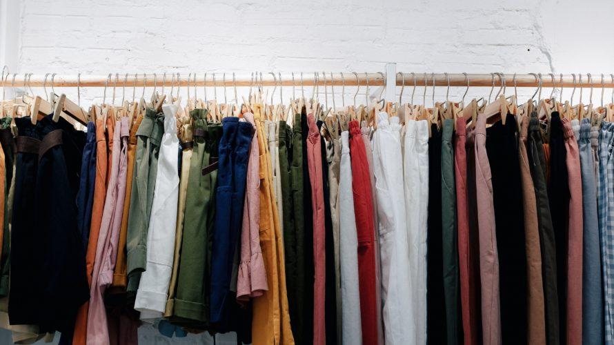 大量の衣類