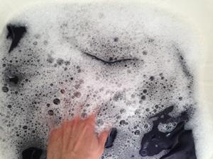 ウールのパンツを押し洗いする