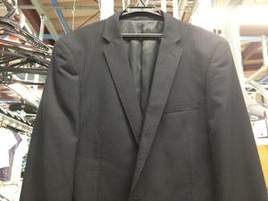 ラペルが寝ているスーツ
