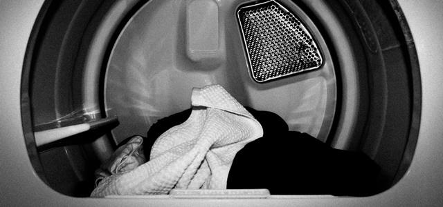 乾燥機の中の洗濯物
